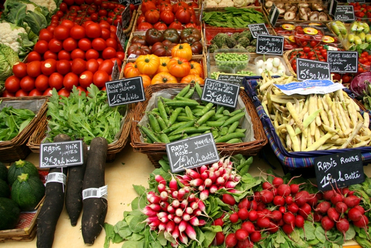 france-vegetable-market-in-brittany